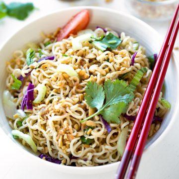 Ramen Noodle Salad | thecozyapron.com