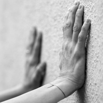 Hands on Wall | thecozyapron.com