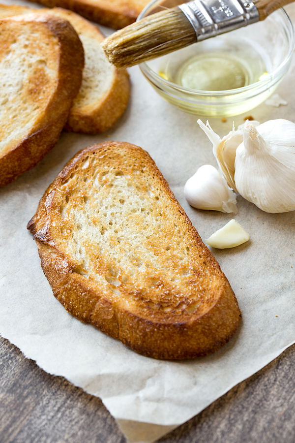 Caprese Garlic Toast Ingredients | thecozyapron.com