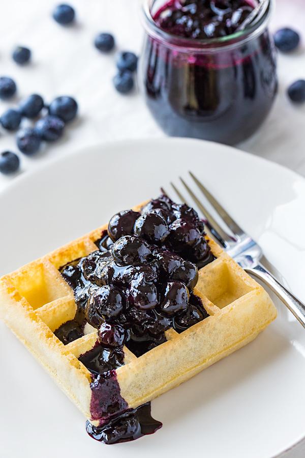 Blueberry Compote | thecozyapron.com