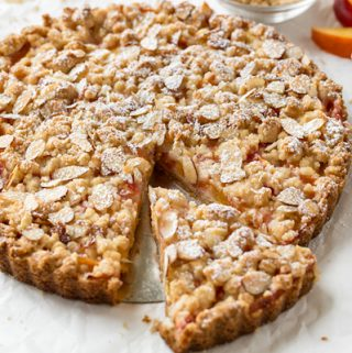 Nectarine Crumb Tart | thecozyapron.com