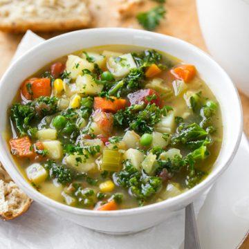Vegetable Soup | thecozyapron.com