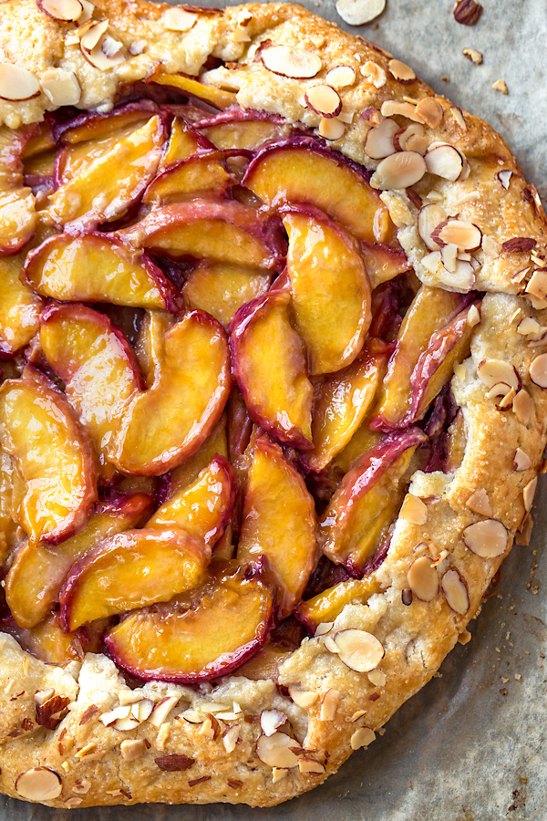 Peach Galette | thecozyapron.com
