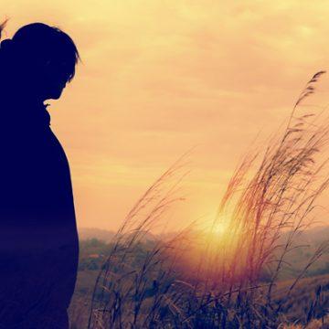 Woman in field watching the sun set | thecozyapron.com