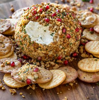 Cheese Ball Recipe | thecozyapron.com