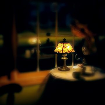 Lamp on table at night | thecozyapron.com