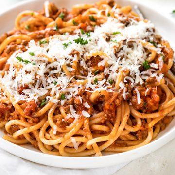 Spaghetti Bolognese | thecozyapron.com