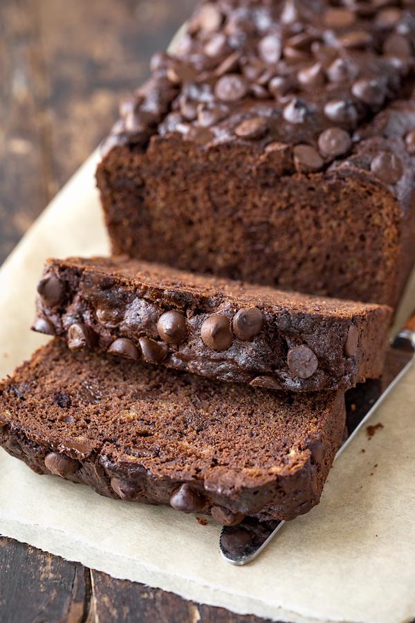 Chocolate Banana Bread | thecozyapron.com