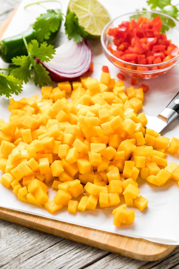 Mango Salsa Preparation | thecozyapron.com