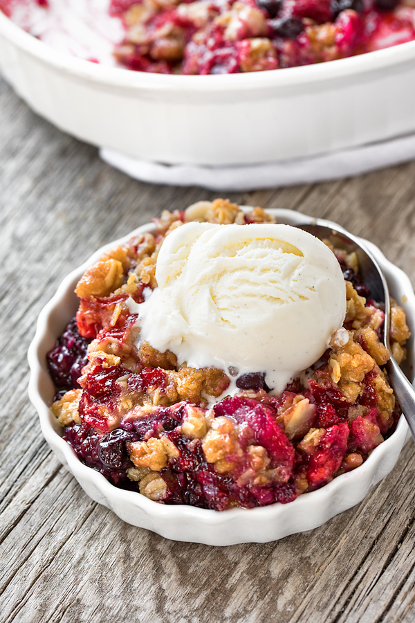 Berry Crisp with Ice Cream | thecozyapron.com
