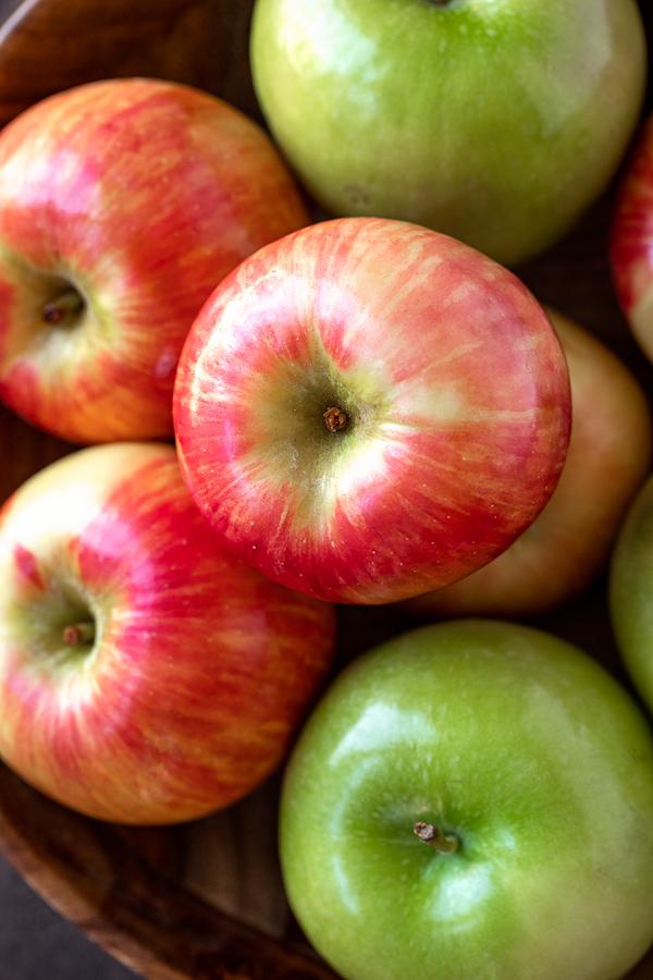 Fresh Apples for Caramel Apple Pie Bars | thecozyapron.com