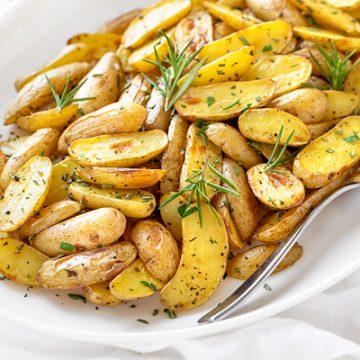 Rosemary Potatoes | thecozyapron.com