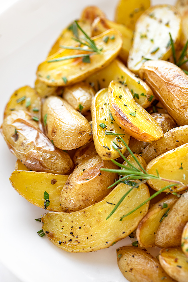 Rosemary Potatoes | thecozyapron.com