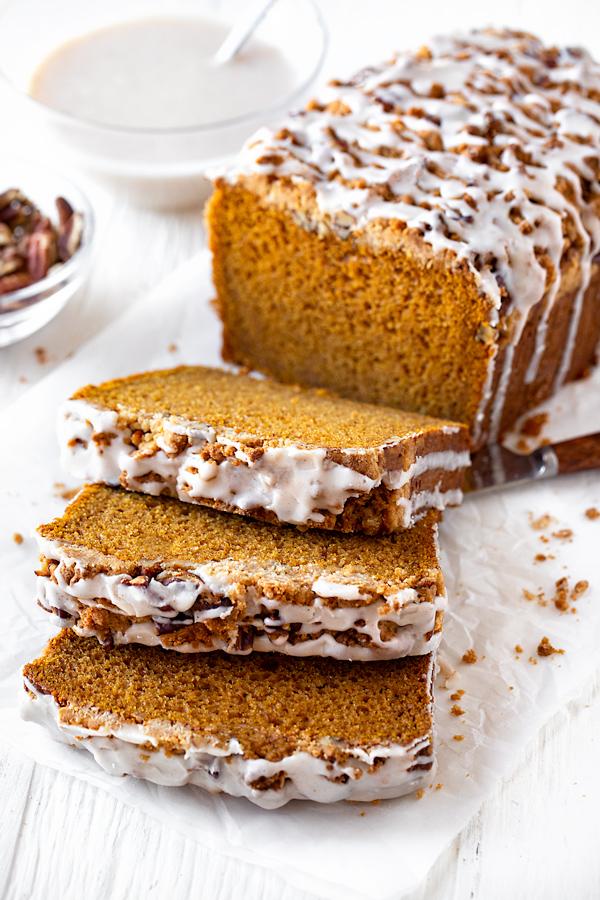 Pumpkin Bread with Pecan Streusel | thecozyapron.com
