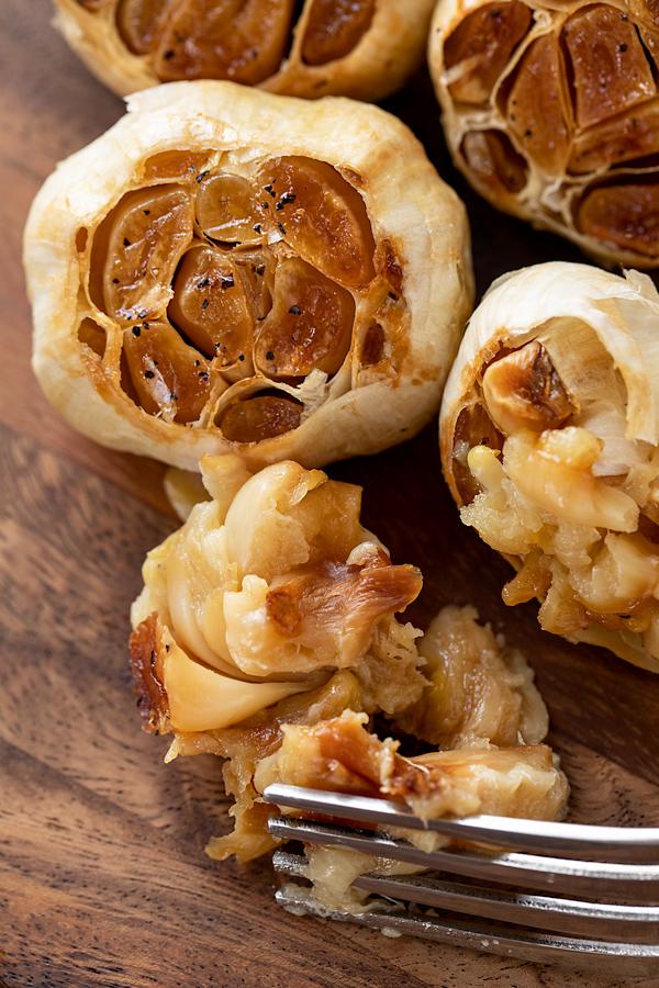 Roasted Garlic | thecozyapron.com