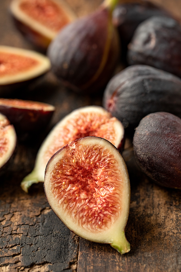 Fresh Figs for Balsamic Chicken | thecozyapron.com