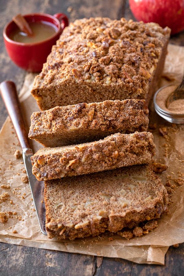 Sliced Apple Bread with Cinnamon Sugar Streusel | thecozyapron.com