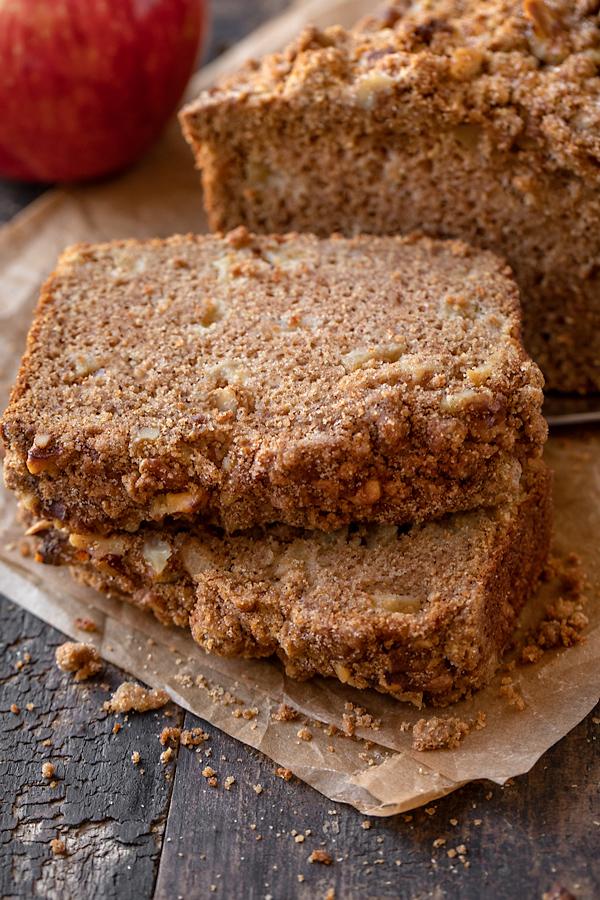 Slices of Apple Bread with Cinnamon Sugar Streusel | thecozyapron.com