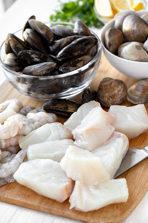 Fresh Seafood for Cioppino | thecozyapron.com