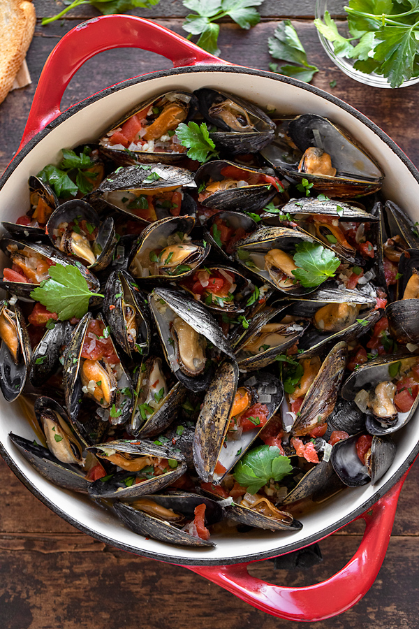 Steamed Mussels in a Pot | thecozyapron.com