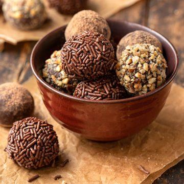Chocolate Truffles | thecozyapron.com