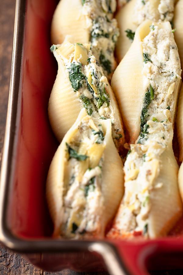 Ricotta Stuffed Shells with Spinach and Artichoke | thecozyapron.com
