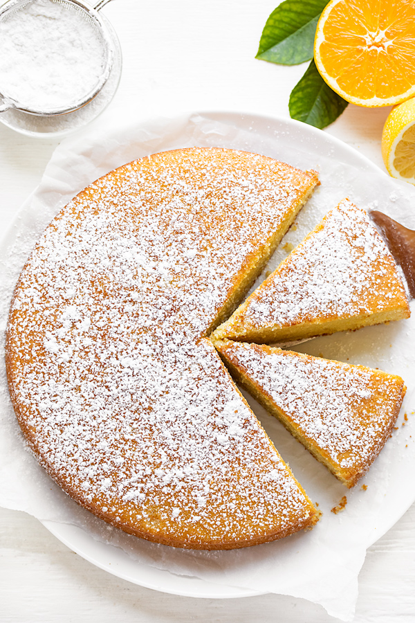 Olive Oil Cake with Slices | thecozyapron.com