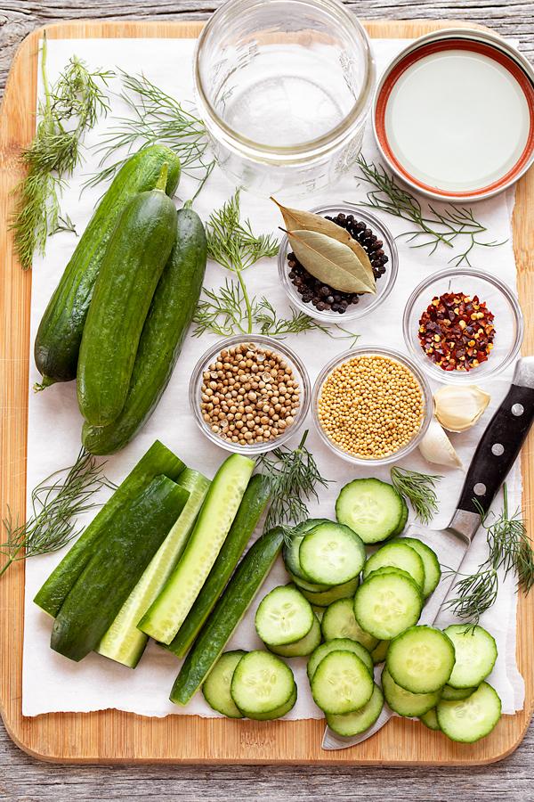 Hozzávalók savanyúságokhoz a hűtőben  thecozyapron.com